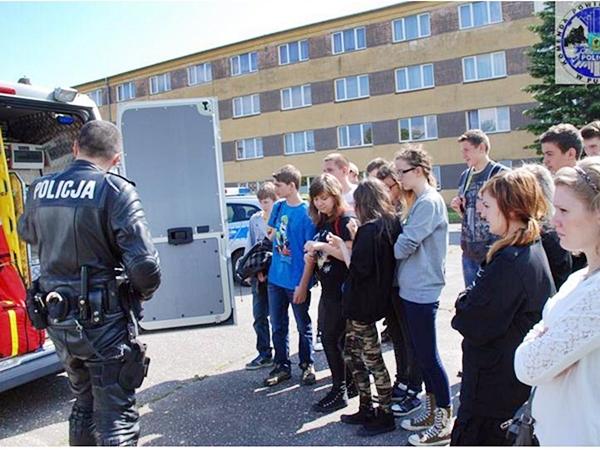 Policjanci u uczniów w Kłaninie